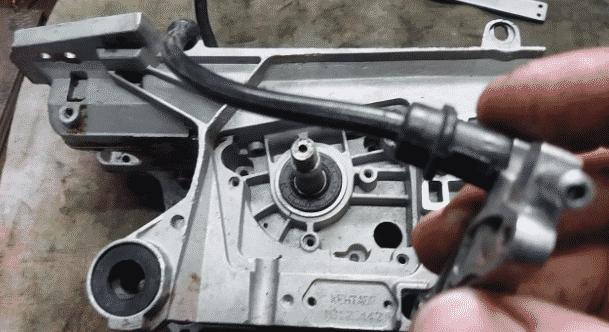 Бензопила глохнет при нагрузке